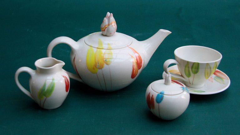 Basalt servies porselein theepot melkkan suikerpot kopje Tulp
