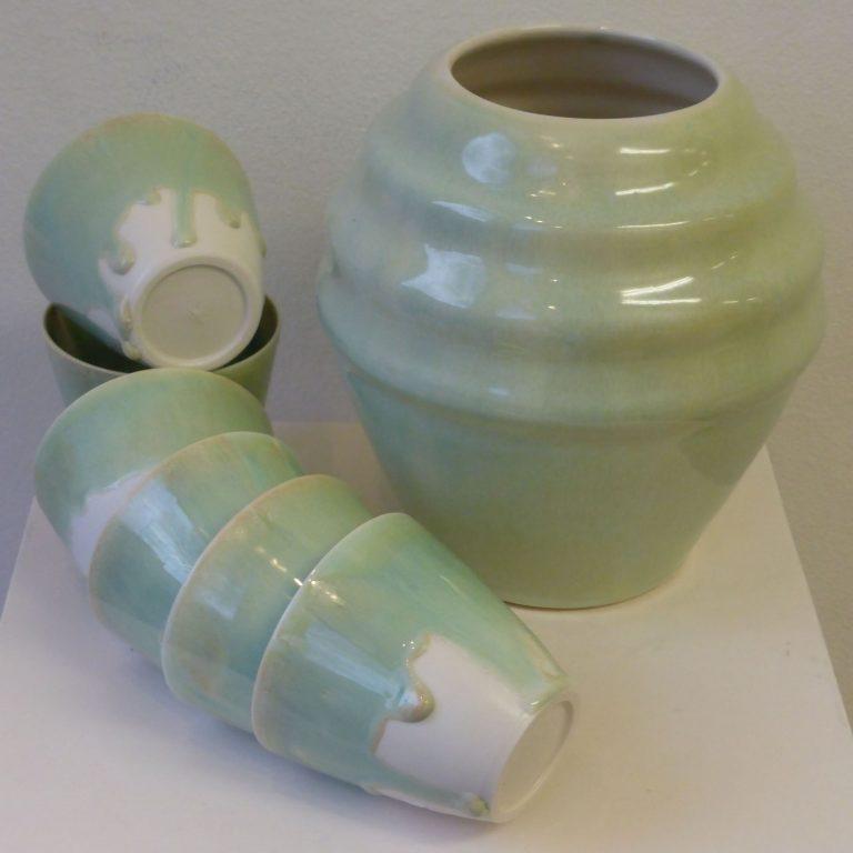 Basalt serviesgoed porselein mokjes en vaas Celadon