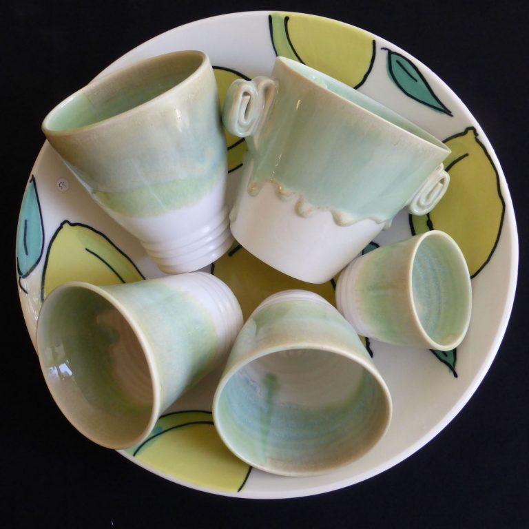 Basalt serviesgoed porselein mokken en bekers Celadon