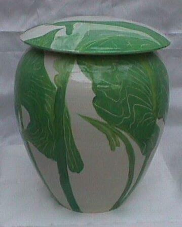 Basalt porselein overlijden urn Aronskelk