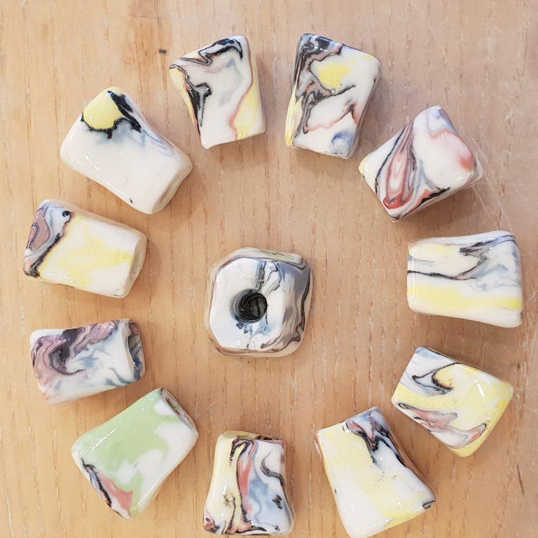 Basalt diversen porselein knopjes handgemaakt