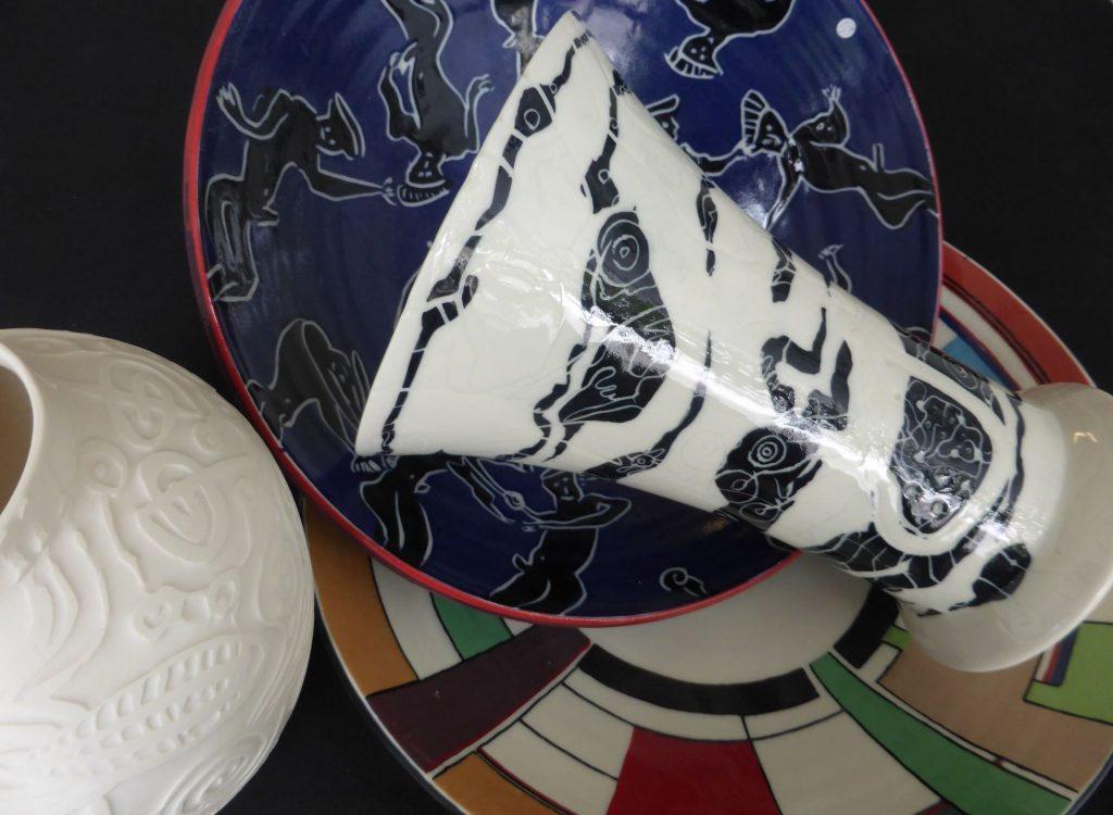 Basalt vazen en schalen porselein overzicht