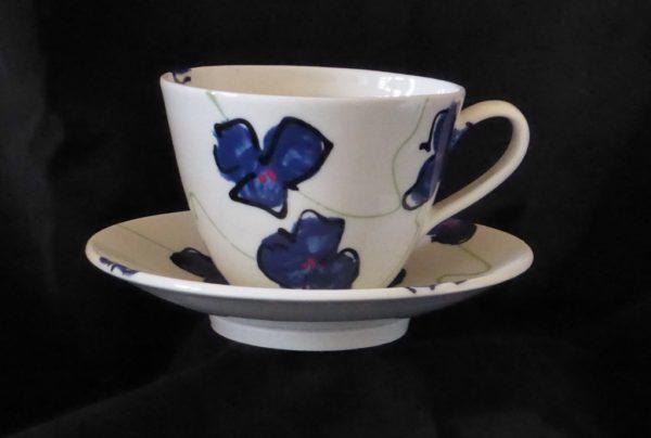 Basalt servies porselein café-au-lait kop en schotel Blauwe bloem