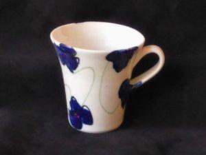 Basalt servies porselein grote rechte beker met oor Blauwe bloem (1024x684)