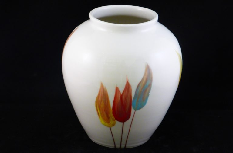 Basalt vazen en schalen porselein vaas Tulp