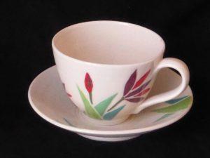 Basalt porselein servies Lotus cappuccino kop en schotel rood